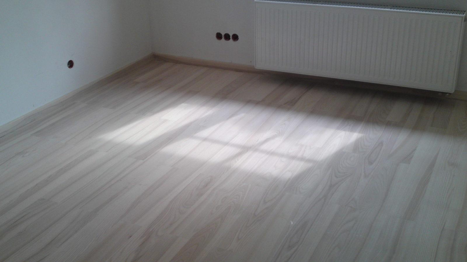 Drewniana podłoga cyklinowanie